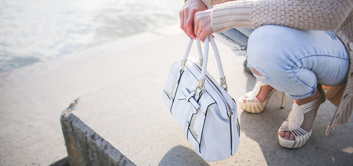 How To Organize & Simplify Your Handbag